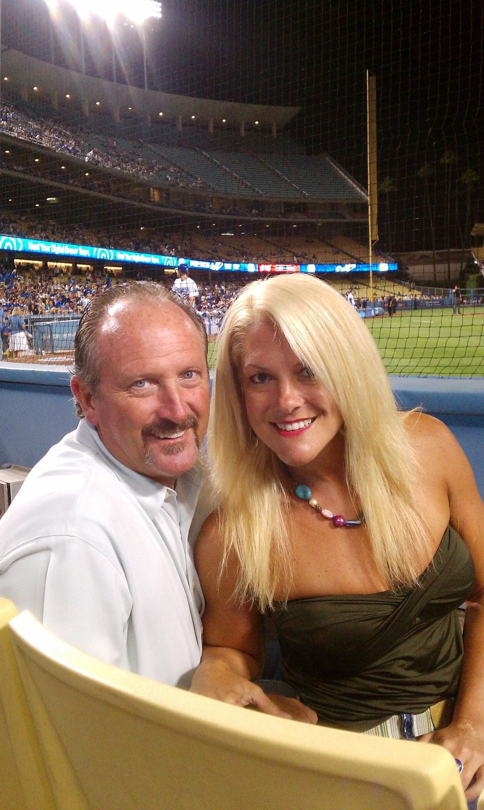Phillies girl goes to her 1st dodgers game in style turn the payge